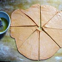 Paprikás kifli a kenyér világnapjára