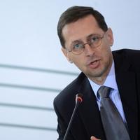 Varga Mihály az unortodoxia útján építi a választási költségvetést