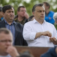 Megoldás helyett pénzt keresni: az Orbán-kormány 2015-ben is hozta a formáját