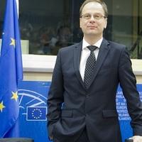EU: ismét raporton