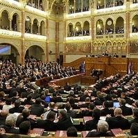 Újabb szög a parlamentarizmus koporsójába - a viták széthúzása