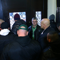 Kidobóemberekkel védi magát a magyarok véleményétől a Fidesz?