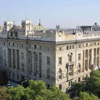 Tényleg extraprofitot kaszálnak a magyarokon a bankok?