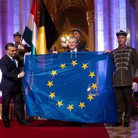 Az EU-s pénz kell, a zászló nem?