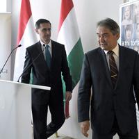 Így keres Orbán bizalmasa saját bankjának tönkretételén