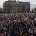 Rég nem látott szolidaritási hullám indult a CEU-ért – A szervezők szerint legalább 80 ezren mentek ki tegnap az utcára