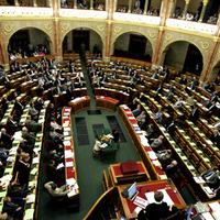 Kötelező a nyugdíjazás a közszférában - de nem a politikusoknak