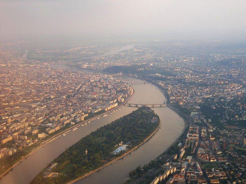 Budapest_by_air_margitsziget.jpg