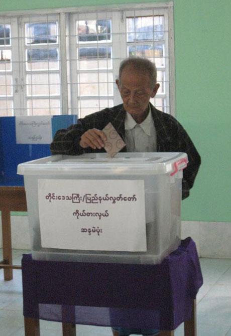 older-voter.jpg