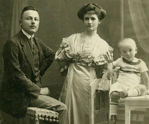 1910Aigner család 3phsp 300.jpg