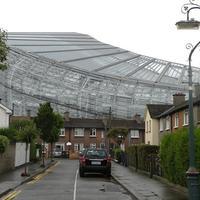 Stadion a házak között