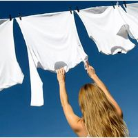 Így lesznek vakítóan fehérek és illatosak a ruhák fehérítő nélkül!