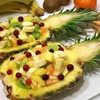 Gyümölcssaláta ananászban