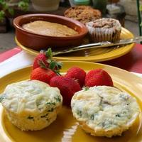 Zöldséges tojás muffin formában sütve