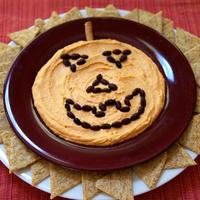 Töklámpás arcú humusz tányér Halloween estére