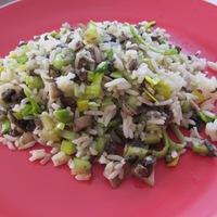 Zöldséges rizs gombával és zellerrel