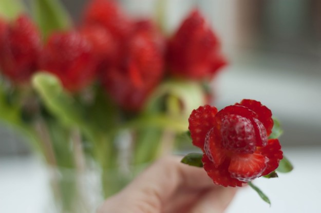 Anyáknapi rózsa eperből vagva5.jpg