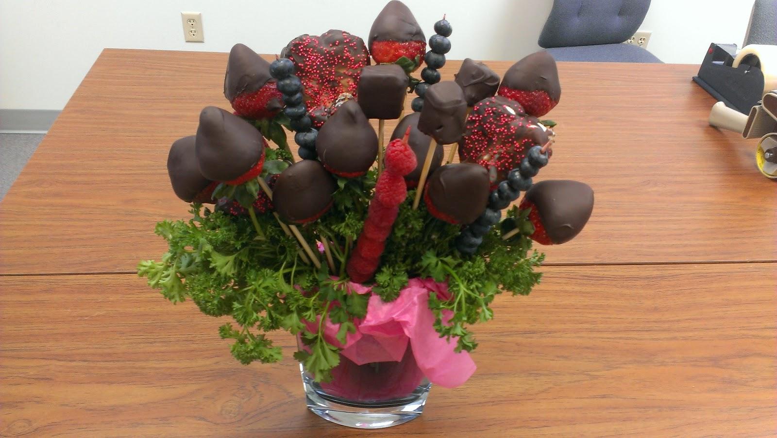 csokiba martott eper csokor 1.jpg