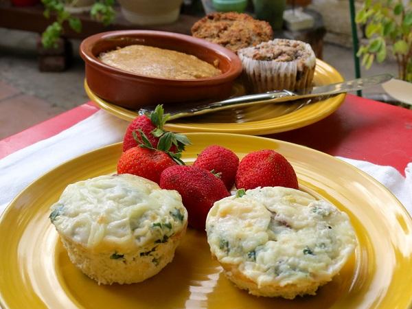 Zöldség és tojásfehérje csészék sajttal recept 600x.jpg