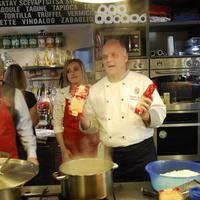 Vidám főzőcske a Chefparade Főzőiskolában