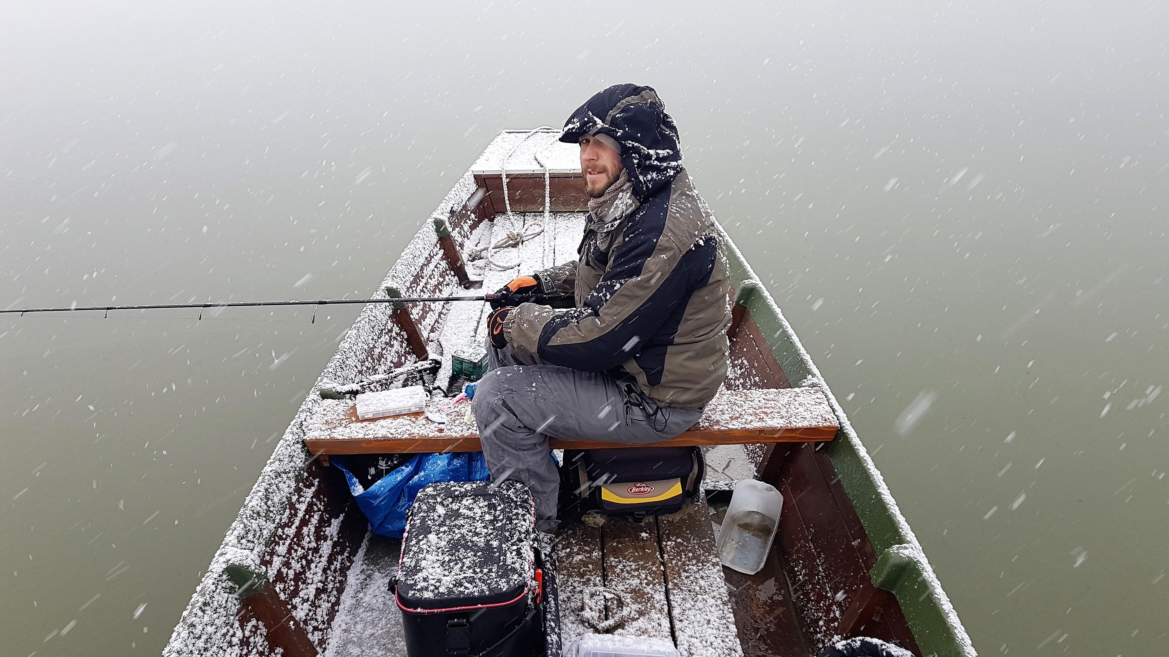 Ez a fotó mindent elmond a téli süllőzés szépségeiről. Kivéve Marcell  fizimiskáját  ) 0f576e8c7c