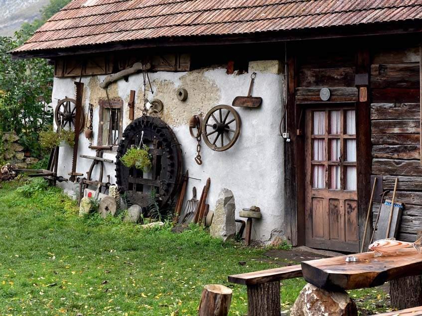 faluban.jpg
