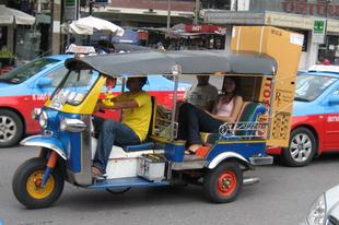 Tuktuk és hűtőgép