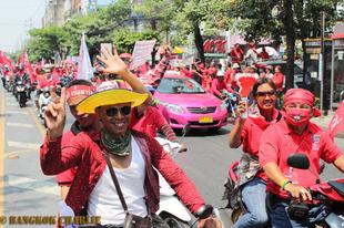 Bangkokot elöntötte a vörös tenger