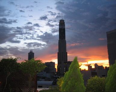 Bangkoki naplemente a Baiyoke Sky hotellel