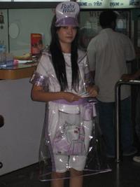 Piacgazdaság és tradíció: ha Songkran, akkor vegyél púdert tőlünk!