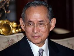 HM Bhumibol Adulyadej (Fotó: Daniel Kestenholz)