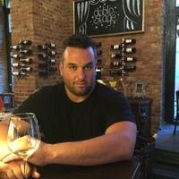 Interjú Popovits Dáviddal: a Macesz Huszár és a Doblo bor & bár tulajdonosával
