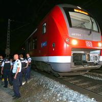 Terror a Budapest - Siófok vonalon! A németországi baltás támadás margójára.