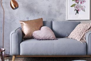Így tisztísd ki a kanapéd kárpitját