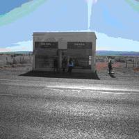 PRADA store a sivatagban