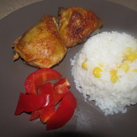 Csemege paprikás sült csirkecomb kukoricás rizzsel