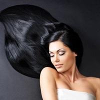 Feketére festett haj világosítása hidrogén nélkül