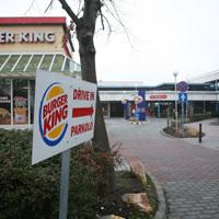 Sajátos fizetőparkolás a Burger Kingnél