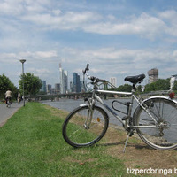 Frankfurtban a kerékpáros is csak egy közlekedő