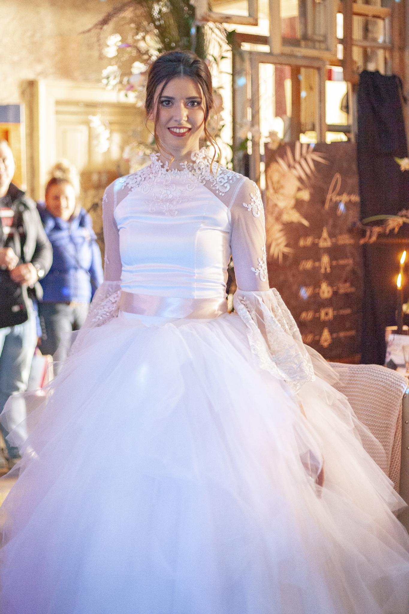 A bemutatón a New Age Style, aCrystal Pécs, azAdry Collection, és aSusan's Couture ruháit csodálhattuk meg!