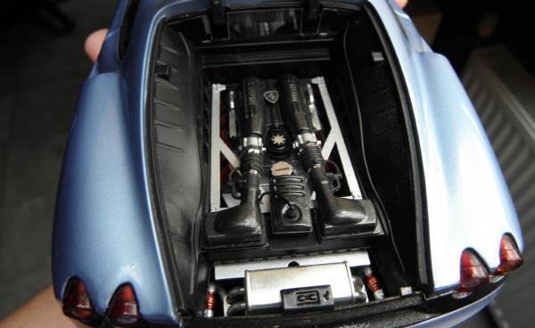 Hotwheels Elite Ferrari 430 Scuderia Blue 1-18 (15).JPG