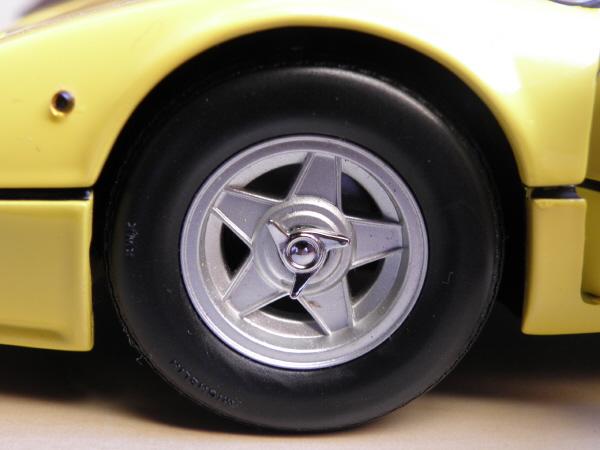 Ferrari 512 BBi Kyosho (11).JPG