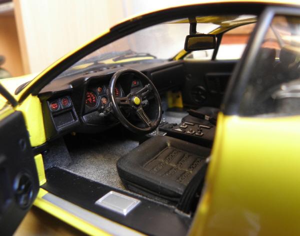 Ferrari 512 BBi Kyosho (15).JPG