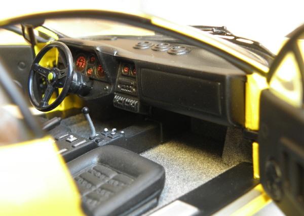 Ferrari 512 BBi Kyosho (16).jpg