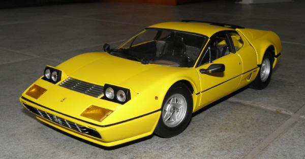 Ferrari 512 BBi Kyosho (4).JPG