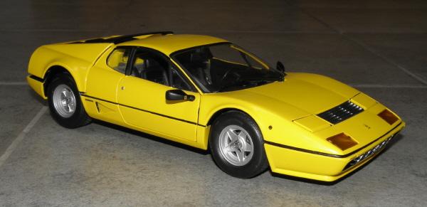 Ferrari 512 BBi Kyosho (5).JPG