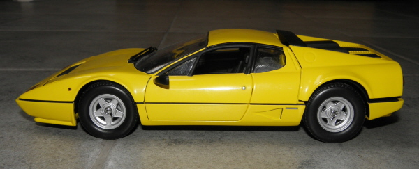 Ferrari 512 BBi Kyosho (6).JPG