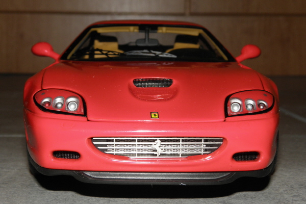 Hotwheels Elite Ferrari 575M Maranello 1-18 red (1).JPG