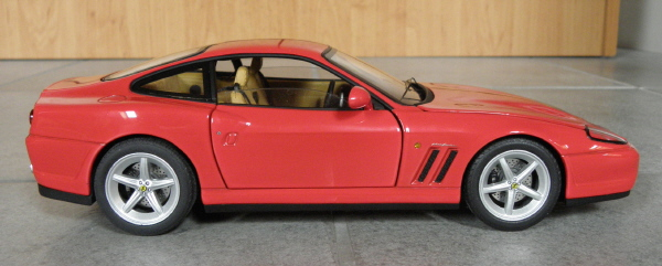 Hotwheels Elite Ferrari 575M Maranello 1-18 red (10).JPG