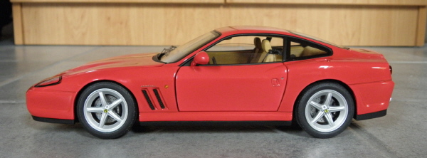 Hotwheels Elite Ferrari 575M Maranello 1-18 red (11).JPG